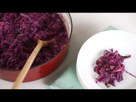 Braised red cabbage with bacon - Friday is Cake Night